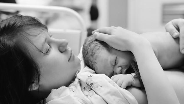 Rutiner på förlossningssjukhusen skiljer sig åt